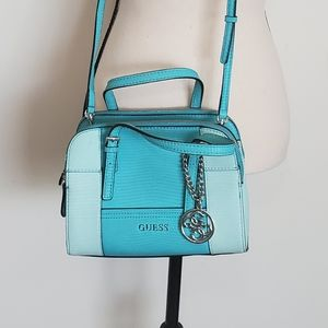 Small EUC Guess purse, turquoise, GORGEOUS!